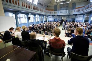 Debatten lockade publiken till både applåder och skratt. Bäst av alla klarade sig nog miljöpartisten Anders Schröder.