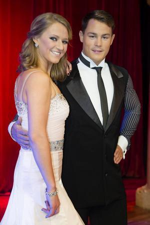 Simon Sköld dansar med Maria Zimmerman.