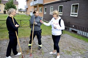 Klara papper. Josefin Stenefjord och Elin Hjalmarsson sommarjobbar som fastig-hetsskötare på kommunala Laxåhem. De tycker själva att de har bra arbetsvillkor och de har fått de anställningsbevis de har rätt till. Marie Krantz från LO är nöjd med det hon får höra av tjejerna.