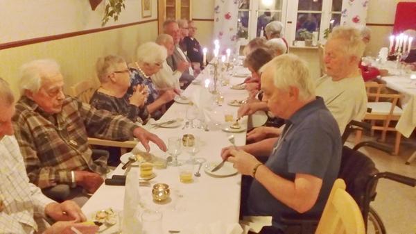 Det bjöds på trerätters middag vid äldreboendet Fjällgllimten i Vemdalen.