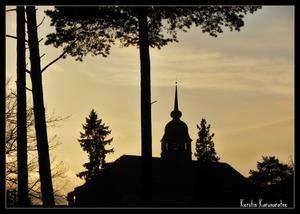 Det har inte varit många solskensdagar den senaste tiden, men häromdagen tittade i alla fall solen fram. Fick lite fina bilder på solnedgången. Den här är tagen vid gamla lasarettet i Västerås.