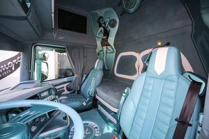 Inredningen är turkost skinn i bilen som kallas Berton´s Hotrod.