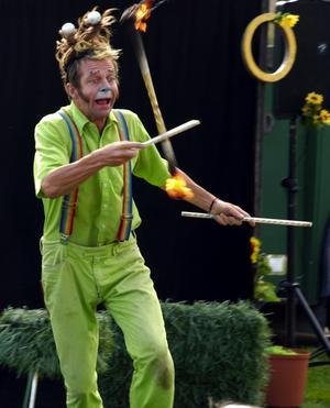 Papa Dave var en hejare på att jonglera med brinnande pinnar. Foto:Berit Zöllner