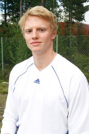 Johan Rönström får ett stipendium på 10 000 kronor för att han kombinerar sitt elitspel i Jämtland med juridikstudier på Mittuniversitetet.