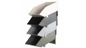 Plåtlådor från verkstads-industrin fungerar utmärkt som förvaringsmöbler. Dessa har nytillverkats och kommer från House Doctor.