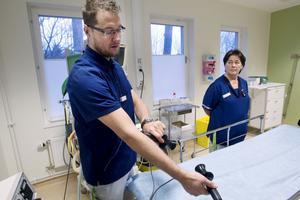 Johan Karlsson och Maria Andersson berättar att både personal och patienter är nöjda med att psykiatrin sedan i mars i år har egna lokaler för elbehandling. Tidigare fick de gå iväg till operation.