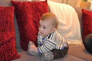 Titta vilka fina raggisar jag fått! Gosiga, varma och hemstickade. Philip snart 5 månader verkar riktigt stolt över sina ny raggsockor.