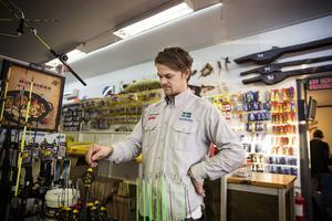 Butiken har fått bra respons från kunderna efter att de tog beslutet att sluta sälja fyrverkerier.