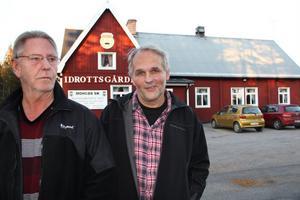 Bluesfestivalen drog i gång 2003 i liten skala. Nu ringer band från hela Sverige och även från Finland och Norge för att få vara med på scenen och spela, berättar Kjell Johansson och Åke Jakobsson.