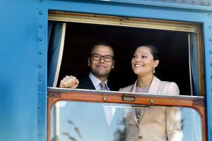Prins Daniel och kronprinsessan under sitt officiella besök i Ockelbo och Gävle.