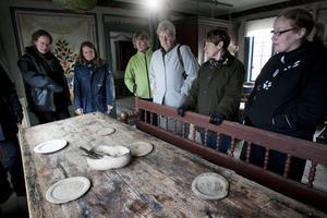Ett bord av det här slaget, från 1600-talet, bör man vara väldigt försiktig med, enligt sakkunniga.