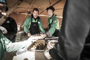 Fredrik Söderström och Erik Hellberg serverade gästerna