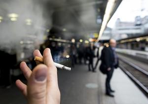 Allmän plats. Vilka utrymmen blir kvar för rökare?                                   Foto: Pontus Lundahl/TT