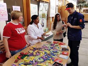 RFSU är på plats i Polhemsskolan, där eleverna också kunde testa sig direkt för klamydia.