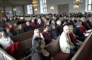 Cirka 300 personer kom till Bergsjö kyrka i den ljusa söndagskvällen, något 50-tal färre hörde konserten i Hassela på lördagen.