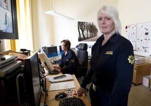 Tisdagskvällen blev intensiv i räddningstjänstens larmcentral. Även om trygghetslarmen har batteribackup och klarar strömavbrott, så blev många ändå oroliga och larmade när strömmen gick, berättar Susanne Berg Larsson, driftansvarig.