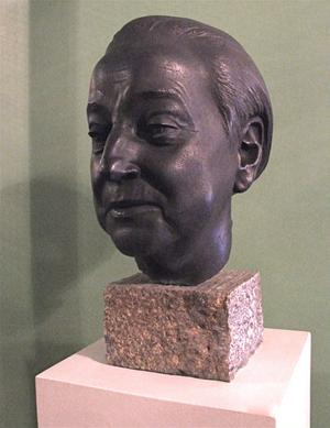 Margareta Hallin står byst på Kungliga Operan i Stockholm. Det är Margareta Hallin, Jussi Björling och Birgit Nisson som fått den äran.