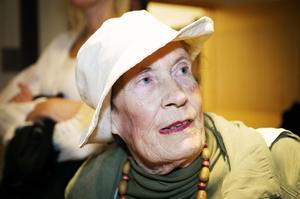 Ulla Landström, Kramfors:– Det är min medborgerliga plikt. Kyrkan förvaltar vårt kulturarv. Och jag tycker det är urlöjligt att gamla går ur för att spara en liten slant!