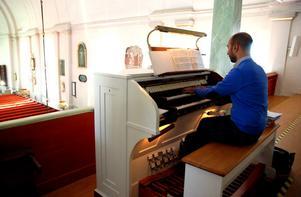 Crescenzo Grifone berättar att det finns tillfällen i gudstjänsten då han kan spela mer fritt.
