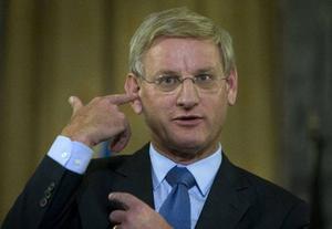 """Tiotusentals hemliga amerikanska underrättelsedokument har läckt ut på internet. I """"krigsdagboken"""" påstås bland annat att det verkliga antalet civila dödsoffer mörkats i den officiella statistiken. """"Påfallande ointressant"""", var utrikesminister Carl Bildts kommentar till uppgifterna."""