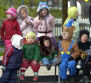 Några av barnen från förskolorna i Alfta i fantasifulla dräkter.