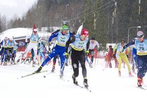 Anton Karlsson, Åsarna IK tar spurtpriset framför Teodor Peterson, Åsarna IK och Emil Jönsson, Mora.