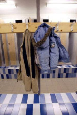 Duschar och omklädningsrum har fått en rejäl uppfräschning, i går välkomnade nyrenoverade Alnöbadet.
