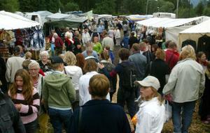 Som vanligt var det många besökare på Stöde marknad, och det kanske blir ännu fler i dag så marknaden firar 40 år.