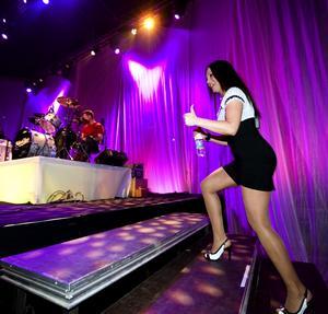 Upp på scenen - en kväll på jobbet för Erica Sjöström. Foto:Mikael Hellsten
