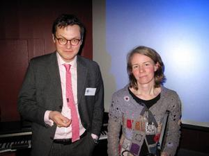 Initiativtagaren till ÖGF Lyrans stödförening Lyran Alumni, Jens Ismunden, och föredragshållaren Maria Sundkvist, som vid ett välbesökt arrangemang under den gångna helgen, berättade om sin forskning kring gymnasieföreningar med fokus på ÖGF Lyran i Östersund.     Foto: LO Rindberg