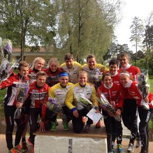 Lilian Forsgren och svenska laget när de vann världscupstafetten i Halden i somras.