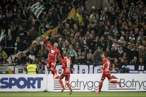 Östersunds Saman Ghoddos hoppar av glädje efter att ha kvitterat till mot Hammarby.
