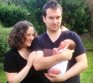 Naomi och Jimmy Farragher Morén kan se fram emot att fira jul på Irland med sonen Robin.
