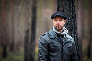Sven Olov Karlsson hade själv skogsegendomar som slukades av branden. Nu har han gått på djupet med denna och med skogsbränder över huvud taget. han är också Augustnominerad för sin bok.