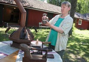 Vilket järn. Margareta Lindberg imponerades över alla modeller som fanns på dåtidens strykjärn.