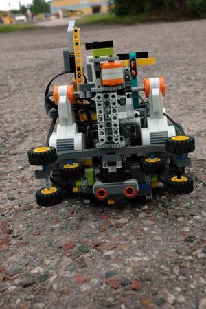 ROBOT. Skutskärsroboten är byggd i lego. Hur snabb den är i jämförelse med Japans bidrag återstår att se.