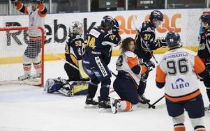 Borlänge Hockey klarade inte av att upprepa det spel som laget bjöd på mot Falu IF när Lindlöven gästade Borlänge Ishall.Lindlöven vann nu med 2–0 (0–1, 0–1, 0–0) trots att det var Borlänge som dominerade matchen och vann skotten med 47–23. Foto: Curt Kvicker