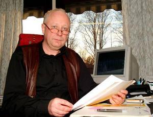 """Bo Lindström, organisationschef i Bergs kommun, konstaterar att 26 personer tvingas lämna sina jobb och att ett 30-tal får bereda sig på att byta arbetsuppgifter när kommunen sparar. """"Och till hösten kommer nästa sväng"""", säger han."""