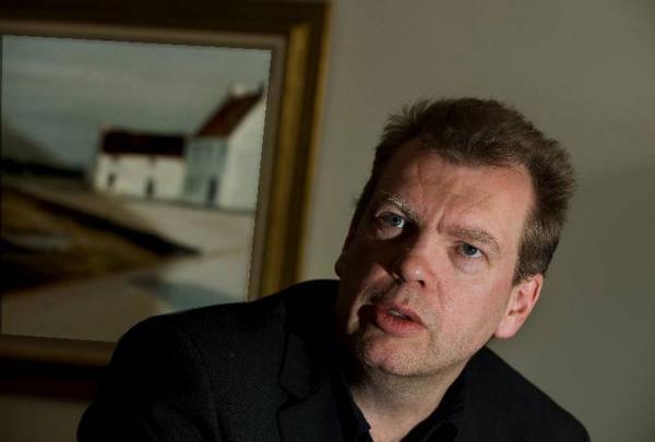 """Den norske författaren Frode Grytten har skrivit novellsamlingen """"Rum vid havet, rum i staden"""" med utgångspunkt från Edward Hoppers målningar. Foto: Jonas Ekströmer/Scanpix"""