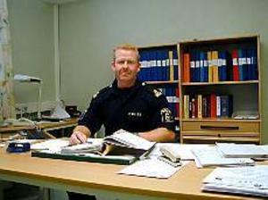 Arkivfoto: ULF GRANSTRÖM För tufft.   Bränner man ut sig på jobbet drabbar det också privatlivet, säger Mikael Gustafsson, närpolischef som är på väg att lämna Hofors.
