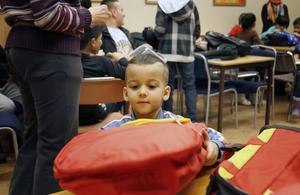 Camille Alouied, 3 år, ångrade sig och fick byta väska till en röd ryggsäck.