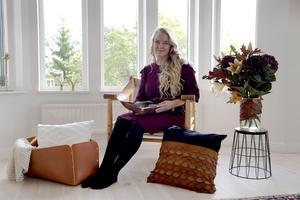 Ett av hemmafixaren Monica Karlsteins favoritmaterial är läder, som åldras vackert så länge man tar hand om det.