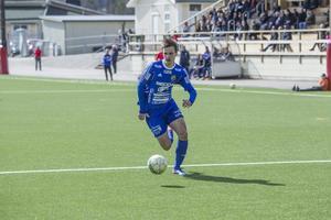 Vindsnabbe William Klasén for upp och ner på sin vänsterkant. Han gjorde 1–0 redan i tredje minuten.