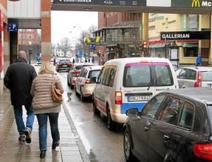 Bilen spelar fortfarande en stor roll för västeråsarna när de ska ta sig fram i staden.