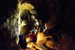 Inne i gruvan finns exempelvis den 40 meter djupa Lovisagången.