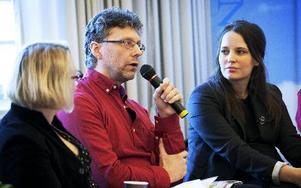 DD:s Ulf Lundén mellan moderator Sofia Nerbrandt och Expressens kulturchef Karin Olsson. FOTO: KRISTOFFER HELLMAN
