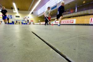 Ersätts med nytt. De slitna sportgolven i Maserhallen ska ny bytas ut. Nu pågår upphandling och under sommaren inleds arbetet.