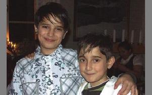 Kul fest, tycker Muhamed Berisha, 10 år, och Erduan Berisha, 8 år.FOTO: ANNA ENBOM