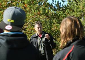 Mats Fredriksson, Skogsstyrelsen, berättade och visade hur nyplantering går till
