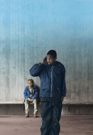 """Guldbaggebelönade filmen """"Play"""" iscensätter ett maktspel utanför all kontroll. Amatörskådespelarna Sebastian Blyckert och Anas Abdirahman imponerar stort."""